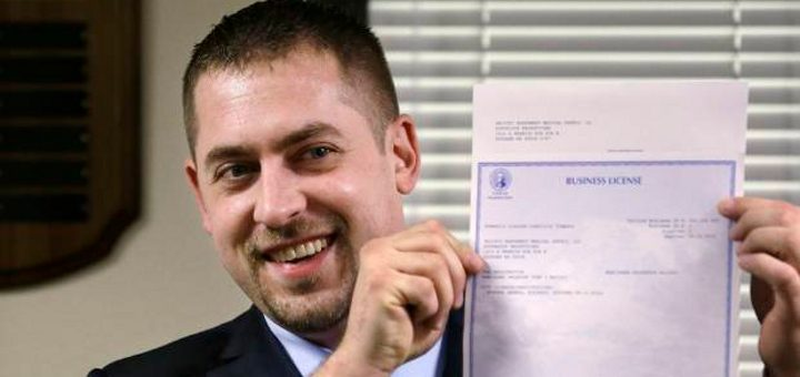 Sean Green holds his newly-issued business license (Photo: AP/Elaine Thompson)